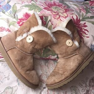UGG sz 8 BAILEY NATURAL button-close #5803 $168EUC